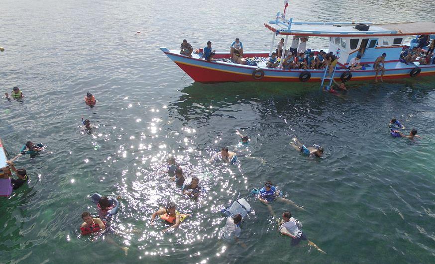 Trip Asyik Di Pantai-Pantai Pulau Pari