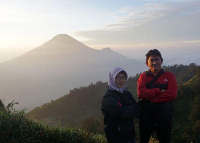 Eksotisme Bukit Teletubbies Gunung Prau