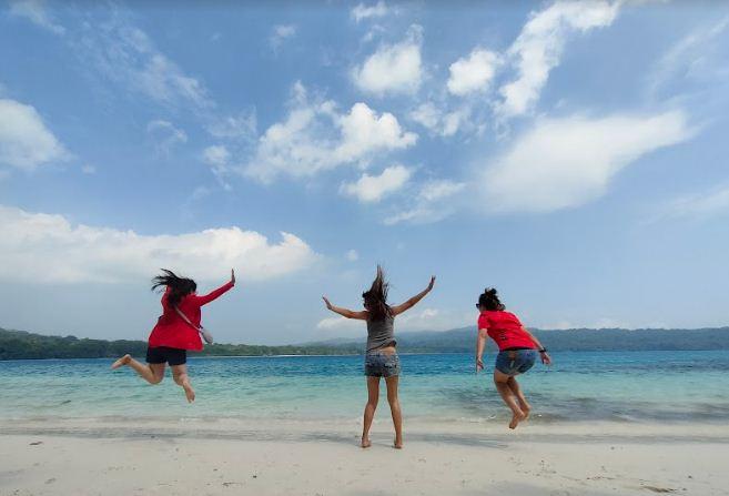 Perjalanan Wisata Para Backpacker ke Pulau Peucang